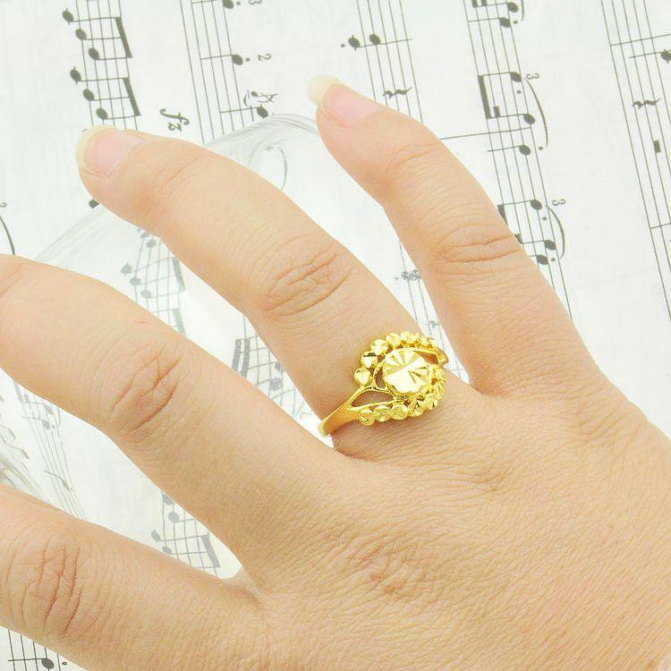 Adjustable Size Female Models Live On Imitation Gold Rings Gold ...