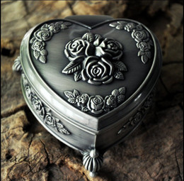 caja de la joyería de la lata Rebajas NUEVA aleación de estaño única de la soledad de Mónica rosa talla caja de joyería de la boda para la boda regalos nupciales joyería de la novia envío gratis
