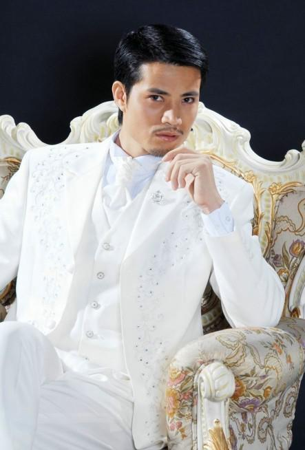 Customize White Embroidery Groom Tuxedos Groomsmen Men Wedding Blazer Business Suits Dress Suits (Jacket+Pants+Vest+Tie) BM:773