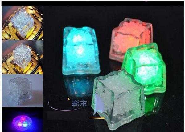 Flash di alta qualità Flash Ice Cube Flash ad attivazione d'acqua Luce a Led messo in acqua Drink Flash Automaticamente Party Wedding Bar Natale