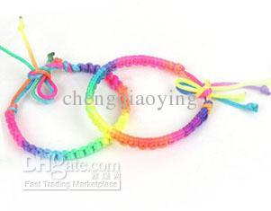 Gloednieuwe 50 stks / partij Mode Kleurrijke Hand-Knit Nylon Charms Armbanden Koord Vriendschap Armbanden Rainbow Color