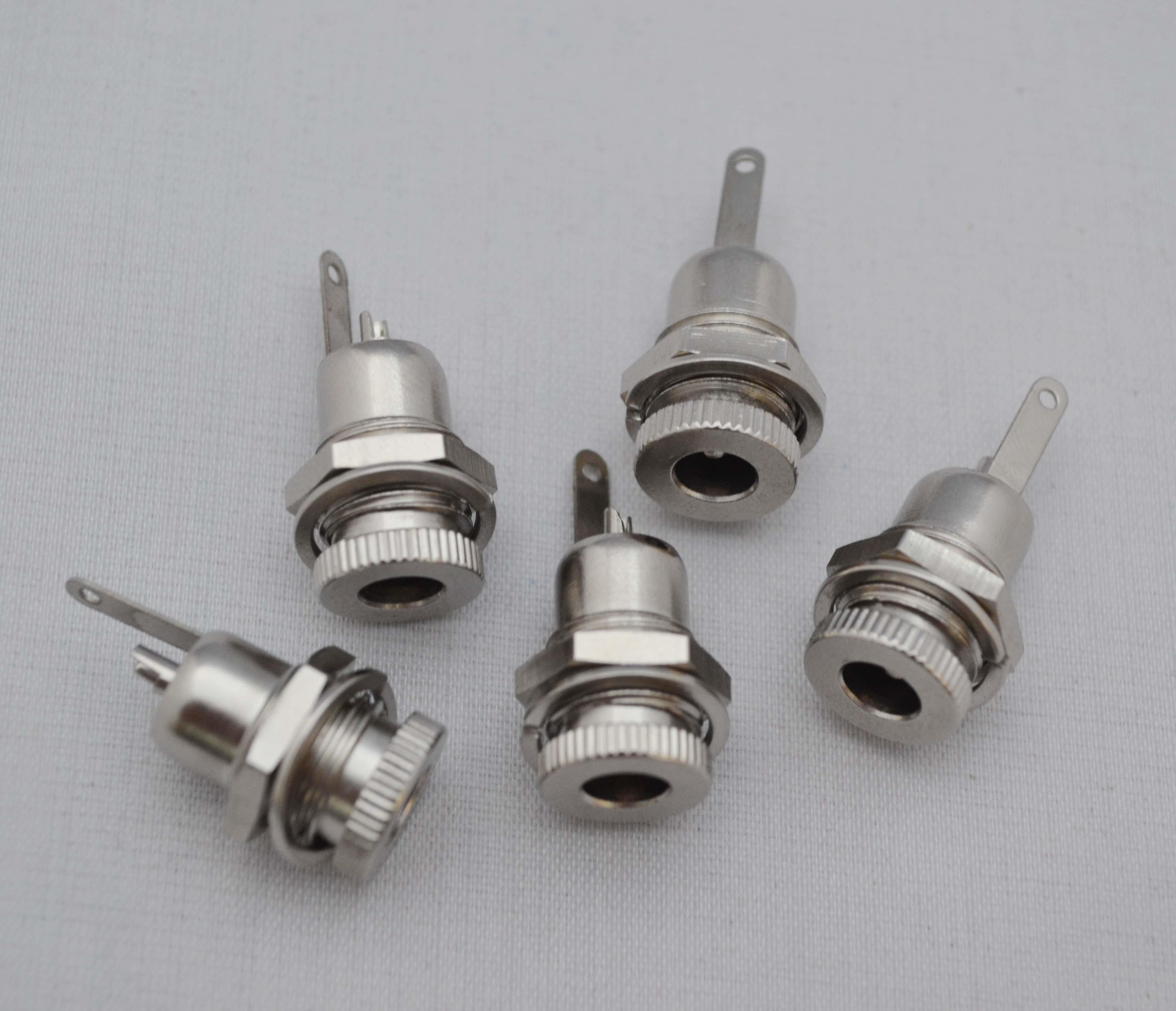Adattatore connettore femmina montaggio a pannello montaggio a pannello da 5,5mm x 2,5mm o 5,5mm x 2,1mm di alta qualità da 5,5mm x 2,5mm o DC. Spedizione gratuita