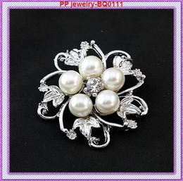 $enCountryForm.capitalKeyWord Canada - Factory Cheap Wholesale 12PCS LOT Silver Tone Rhinestone And Pearl Flower Brooch Pins BQ0111