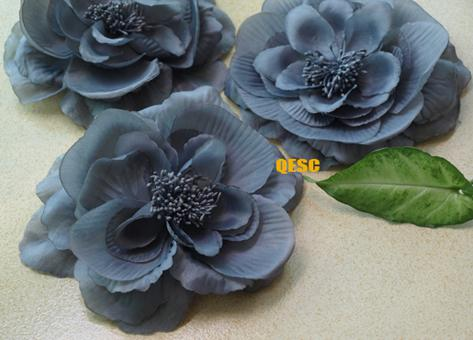 Sinamay Hatの魅力的な15cmの柔らかいシルクの花は、ブローチピンのヘアクリップ、6色のカラーのカラーを選んでください。