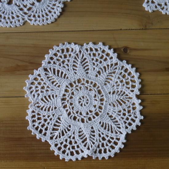 Handmade Crochet padrão 3 projetos Doilies Crocheted cup Pad tapetes de mesa coasters rodada Dial 20 cm Cores Personalizadas
