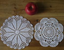 $enCountryForm.capitalKeyWord Canada - wholesale 100% cotton hand made crochet doily table cloth , 2 designs 11 colors custom , cup mat round 20-21cm crochet applique