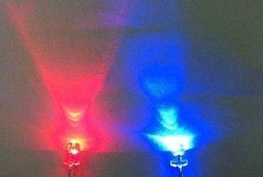 / 3 mm de diodes électroluminescentes couleur rouge / bleu, eau claire, bicolor non polarité conduit, la livraison gratuite