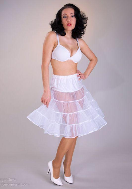 2013new Petticoats Cheap Medium Size Bridal Crinoline