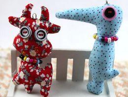 2019 celulares artesanais Botão elegante boneca do vintage Artesanato Oficina zodíaco Chinês animais dos desenhos animados de telefone celular bolsas cintas encantos acessórios artesanais brinquedos celulares artesanais barato