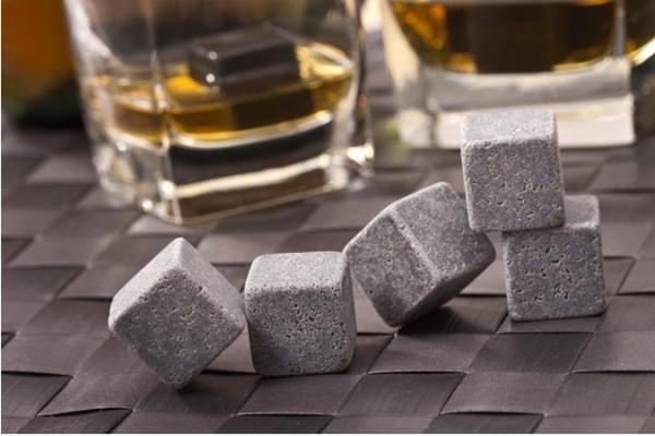 Großverkauf - Geben Sie shiping Whiskysteine 9pcs frei, die mit Samtbeutel, kreatives Geschenk für Weinliebhaber, Whiskyfelsenstein eingestellt werden