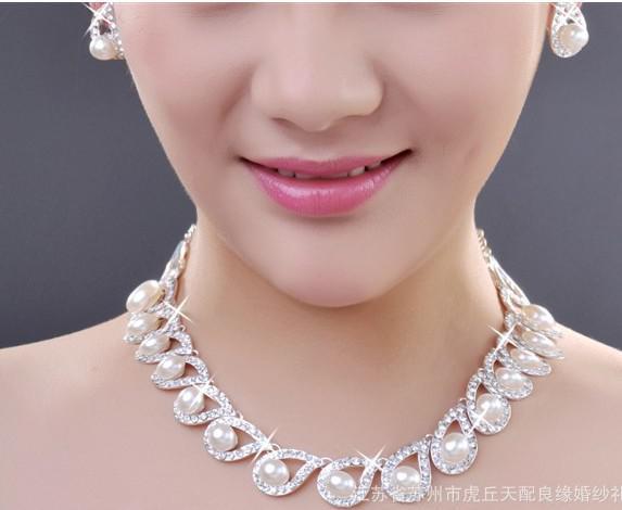 Conjunto de collar de perlas de la venta caliente chapado en oro cristal claro Top elegante de la nueva llegada cumpleaños Gif