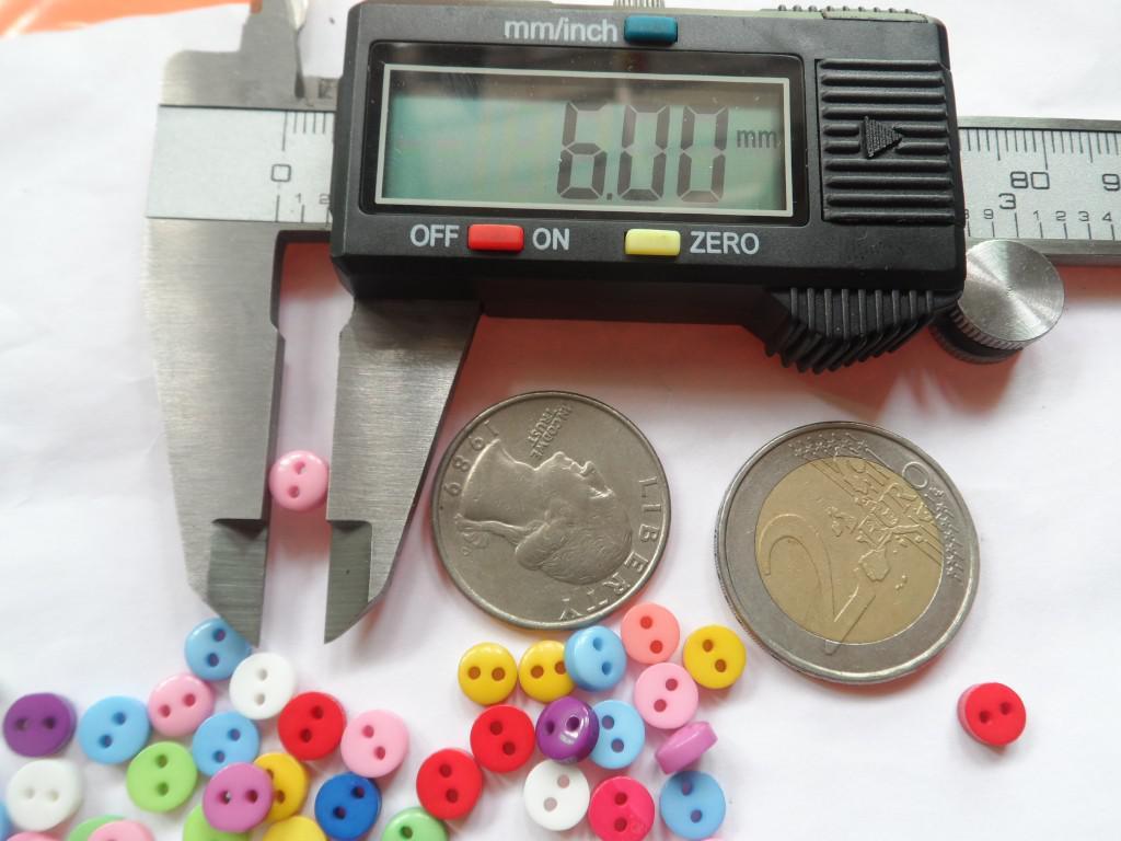 Resina colore misto due fori 6 mm. I bottoni abbigliamento bambini sono esenti da spedizione