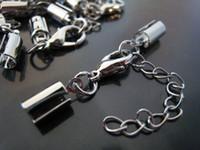 cierres redondos de plata al por mayor-Encantos 100 Sets Tono plateado Crimps ajustable Tono Redondeado Sobre los extremos de los cables Cap cordones Con broche de langosta Encontrar