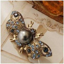 Wholesale new fashion classic crystal Retro Cute Alloy Bee Jewelry Brooch Korean pin hot sale