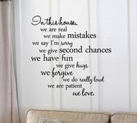 citas de vinilo inspiradas en la pared. al por mayor-En esta casa ... somos pacientes que amamos. Arte de la pared de vinilo Inspirational quotes and saying sticker de la decoración del hogar