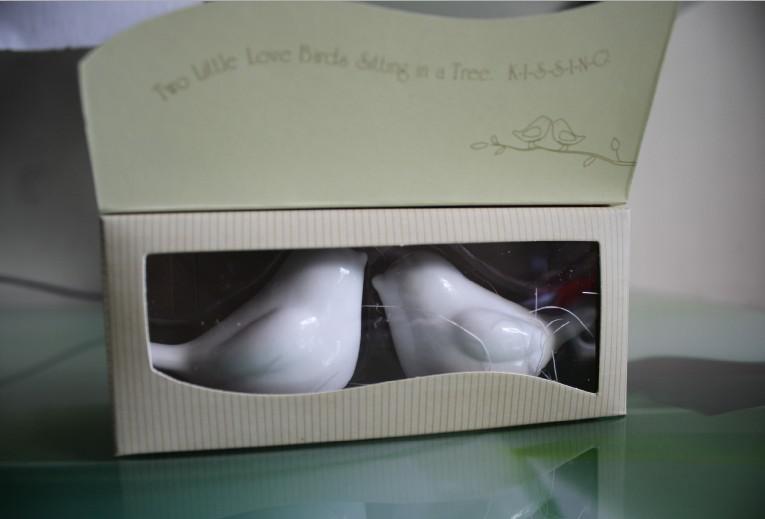 envío gratis 100 unids = / lote regalos de boda de cerámica para invitados de aves del amor saleros y pimenteros