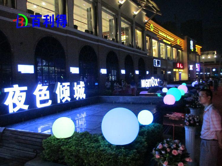 ماء ملون الكرة قابلة للشحن الصمام الكرة 40CM RGB LED الكرة الرئيسية حديقة ديكور 1 قطعة / الوحدة حرية الملاحة