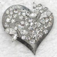 pernos de las broches del diamante artificial de la forma del corazón al por mayor-12 unids / lote venta al por mayor Rhinestone cristalino en forma de corazón broches de mariposa broche de moda pin broche día de san valentín C062