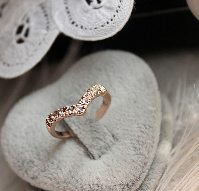 V Shape Diamond Wedding Rings New Design Pinky Three Diamond