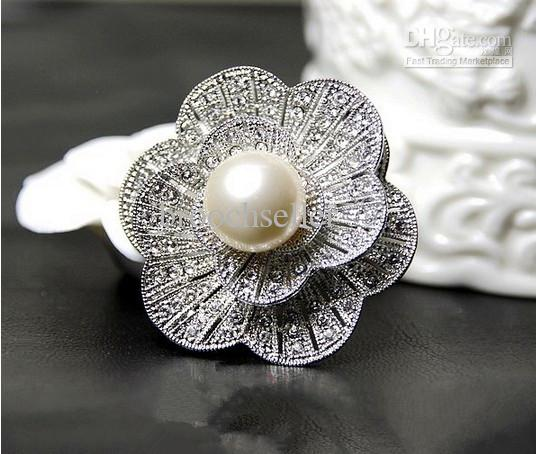 Vintage Style Silver Plated Clear Rhinestone Crystal and Pearl Center Flower Jewelry Brooch