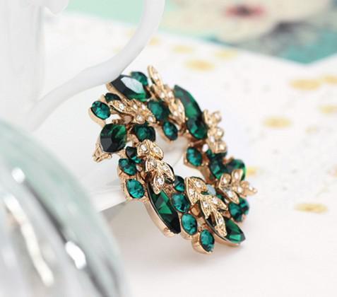 Broche con broche de guirnalda de cristal de diamantes de imitación de color verde oscuro chapado en oro
