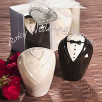 Wholesale Shaker Favors - FREE SHIPPING (100SETS=200PCS) Bride and Groom Ceramic Salt & Pepper Shakers Wedding Favors Ceramic Favors Wedding Favors Engagement Party