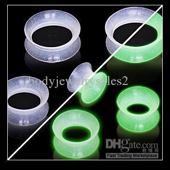 Vende al por mayor / 8 de tamaño suave de silicona tapones para los oídos Túneles brillar en el oído oscuro túnel Piercings F62
