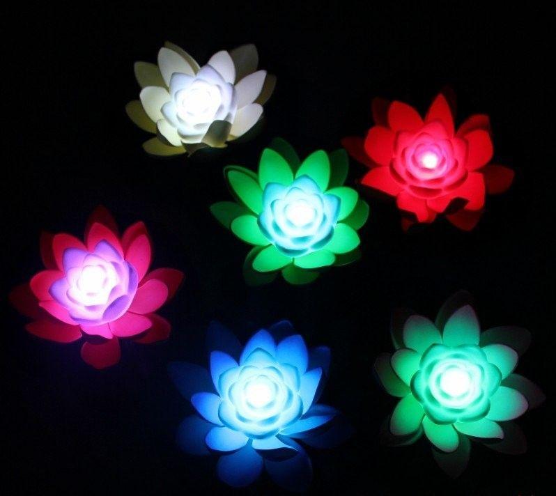 Flor de loto flotante LED de seda artificial de calidad AAA con luz cambiada de colores para el banquete de boda Decoraciones Suministros