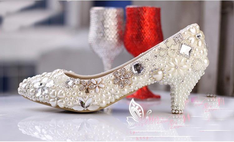Luxuoso elegante imitação de pérolas vestido de noiva sapatos de noiva de cristal de diamantes de salto baixo sapatos mulher senhora vestido sapatos branco