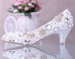 Wholesale Ivory Ladies Pumps - Luxurious Elegant Imitation Pearl Wedding Dress Bridal Shoes Crystal diamond low-heeled shoes Woman Lady Dress Shoes White