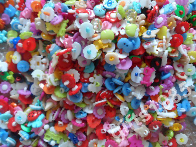 Groothandel multi-stijl hars cartoon knoppen, kinderen gekleurde knoppen, kan worden gebruikt als kleding, tassen en handmix 10 packs of meer DHL gratis