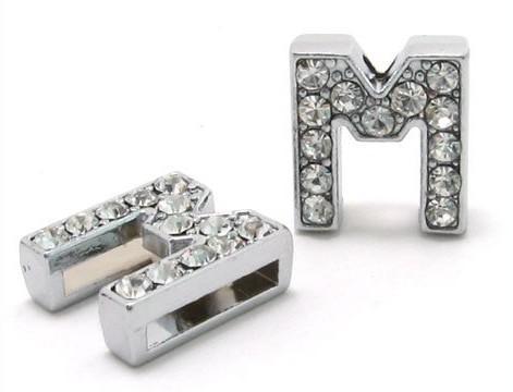 50 stks / partij 8mm M Volledige Rhinestones Bling Slide Letter DIY Charms Fit voor 8mm Lederen Polsband Armband Pet Collar SL0006