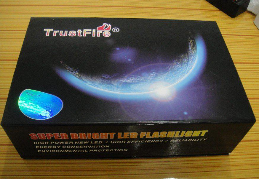 TrustFire TR-DF003 Diving Flashlight Underwater 200m 3x CREE XM-L T6 LED Waterproof Torch 4000 lumen + 26650 Battery + Charger