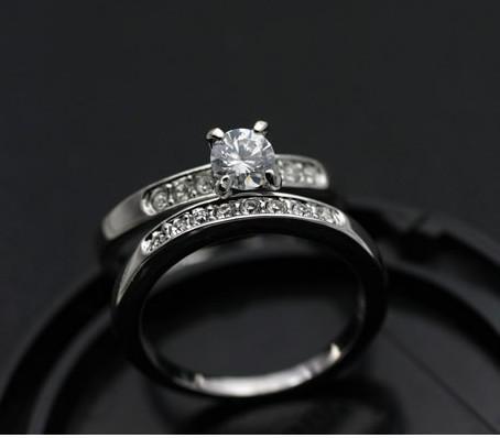 Joyería banda de boda simulada anillos de diamante 18 k anillo de chapado en oro de Swarovski Anillo de cristal 2016 joyería para mujeres