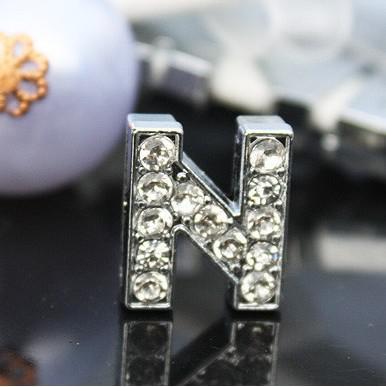 50 stks / partij 10mm N Volledige Rhinestones Bling Slide Letters DIY Charms Fit voor 10mm Lederen Armband Pet Collar Sleutelhangers SL010