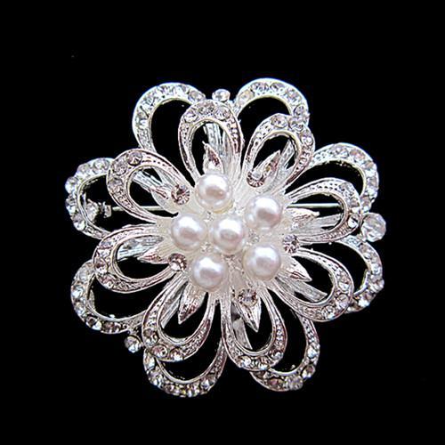 Broche plateado de diamantes de imitación y flores de perlas
