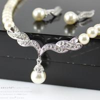gelin setleri altın taklidi inci inci toptan satış-Kadınlar Için ucuz Takı Gümüş Altın Ton İnci Rhinestone Kristal Diamante Düğün Gelin Kolye ve Küpe Nedime Takı Seti SF