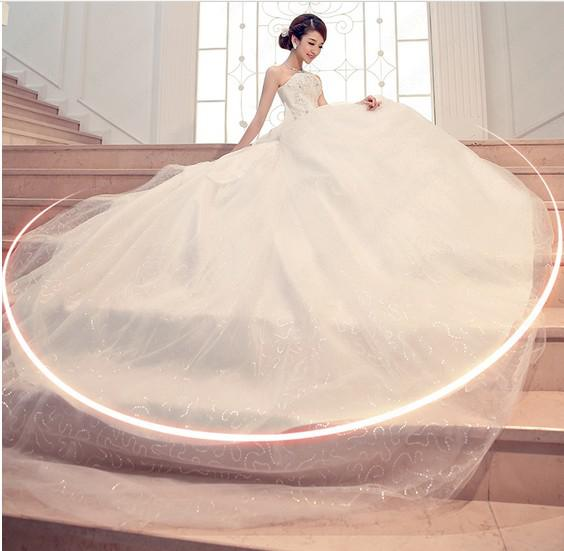 Nuevo amor sexy con cordones con cordones de encaje de catedral vestido de novia / vestido de bola vestidos de novia
