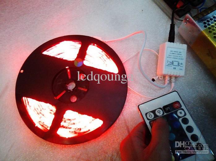 Navidad 5050 36W SMD LED RGB No-impermeable luz de tira de 12 voltios 30 LEDs / m 5m 150 LED Decoración DC 12V de la lámpara / Vía expreso
