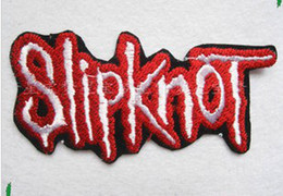 Barato Remendos De Ferro Fresco-Wholesales ~ 10 Pieces Red White Slipknot (10 5 x 5,5 cm) Punk Patch Embroidered Applique Cool Iron On Patch