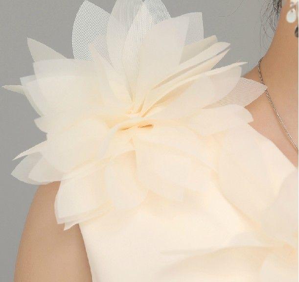 Kurze neue aktuelle Bild handgemachte Blume eine Schulter Satin Brautjungfer Kleid Abendkleider Junior Brautjungfer Kleider