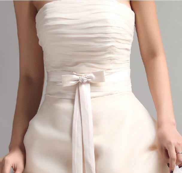 Nueva venta caliente Sexy Sweetheart Coral Rodilla Longitud Longitud Largo Ruffles Organza Vestidos de dama de honor