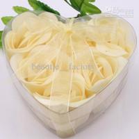 ingrosso scatole decorative gialle-24 scatole 6pcs giallo decorativo petali di rosa petali di sapone fiore bomboniera in scatola trasparente a forma di cuore
