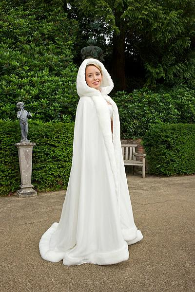 Hot Sale Wedding Cloak med huva Faux Fur Satin Lång vinter Bridal Dress Cape Custom Made