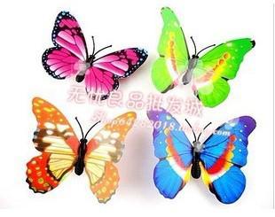Venta al por mayor - 100 piezas de tamaño pequeño de colores tridimensionales simulación de mariposa imán nevera decoración del hogar