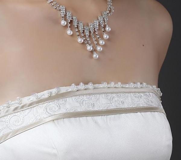 Gute Qualität sexy trägerlos Bogen Knie Länge Organza und Satin A-Line Back Zipper Brautjungfer Kleider Hochzeit Custom Made Gowns