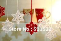 ручной хлопок ручной вязки оптовых-Бесплатная доставка ручной работы вязание крючком Рождественская елка орнамент / крытый рождественские украшения, Снежинка шаблон, 100% хлопок, белый / красный