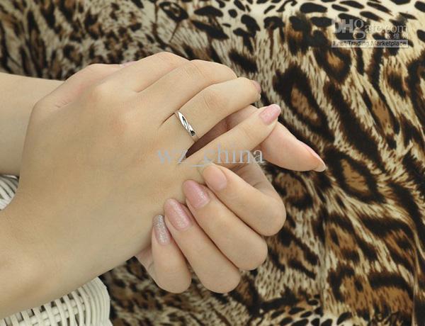 Vitguld Kvinnor Ringar 30% 925 Sterling Silver Bröllop Smycken Charms Österrikiska Crystal Engagement Par Ringar Ladies Present
