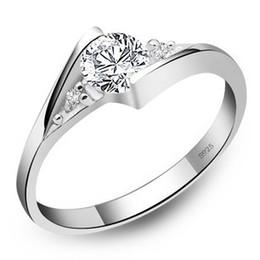 Ingrosso Anelli in argento sterling 925 nuovi anelli di diamanti svizzeri 1CT placcato oro bianco ad alta Qulity per gioielli da sposa di lusso da donna Spedizione gratuita