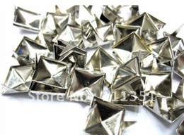 Canada 1000pcs 8mm Carré Argent / Or Pyramide Studs Spots Punk Rock Nailheads DIY Spikes Sac Chaussures Bracelet cheap spiked punk shoes Offre